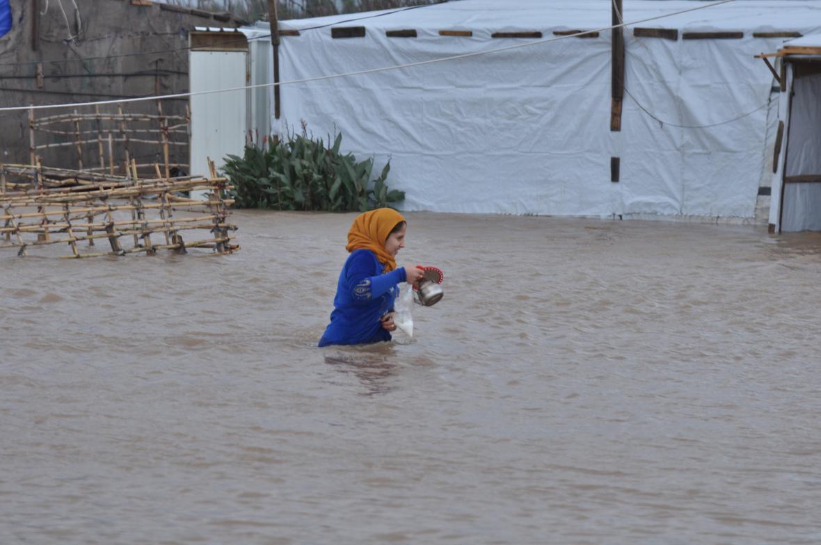 Zaplavený uprchlický tábor u libanonského města Tripolis