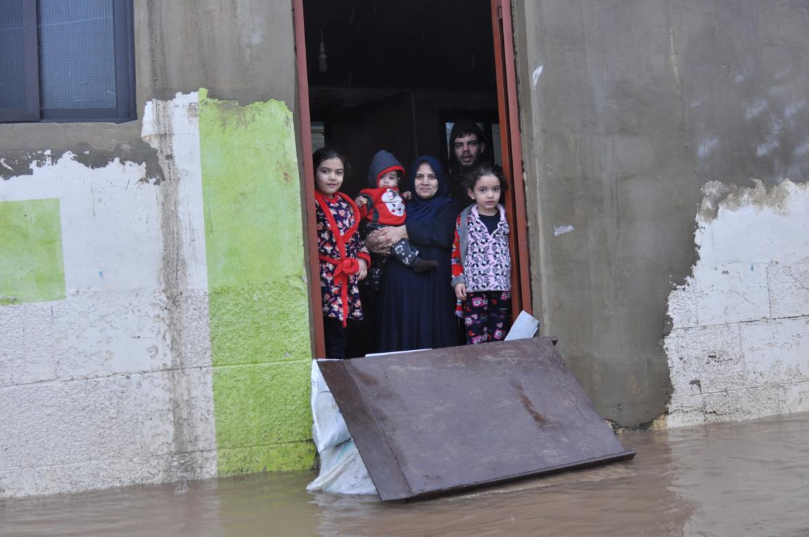 Zaplavený uprchlický tábor u města Tripolis v Libanonu