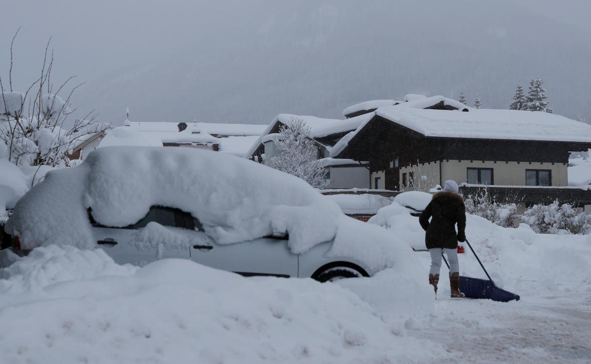 Odklízení sněhu v rakouské obci Flachau
