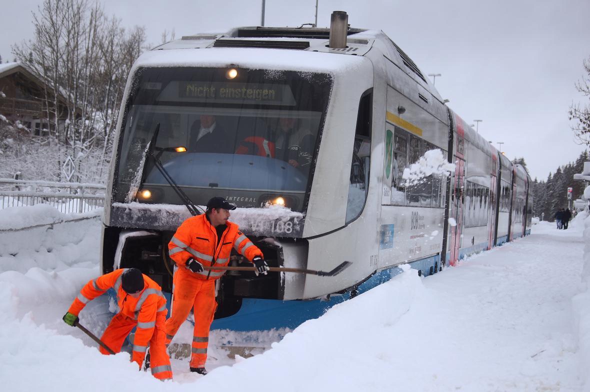 Zaseklý vlak u obce Schaftlach kus od Michova
