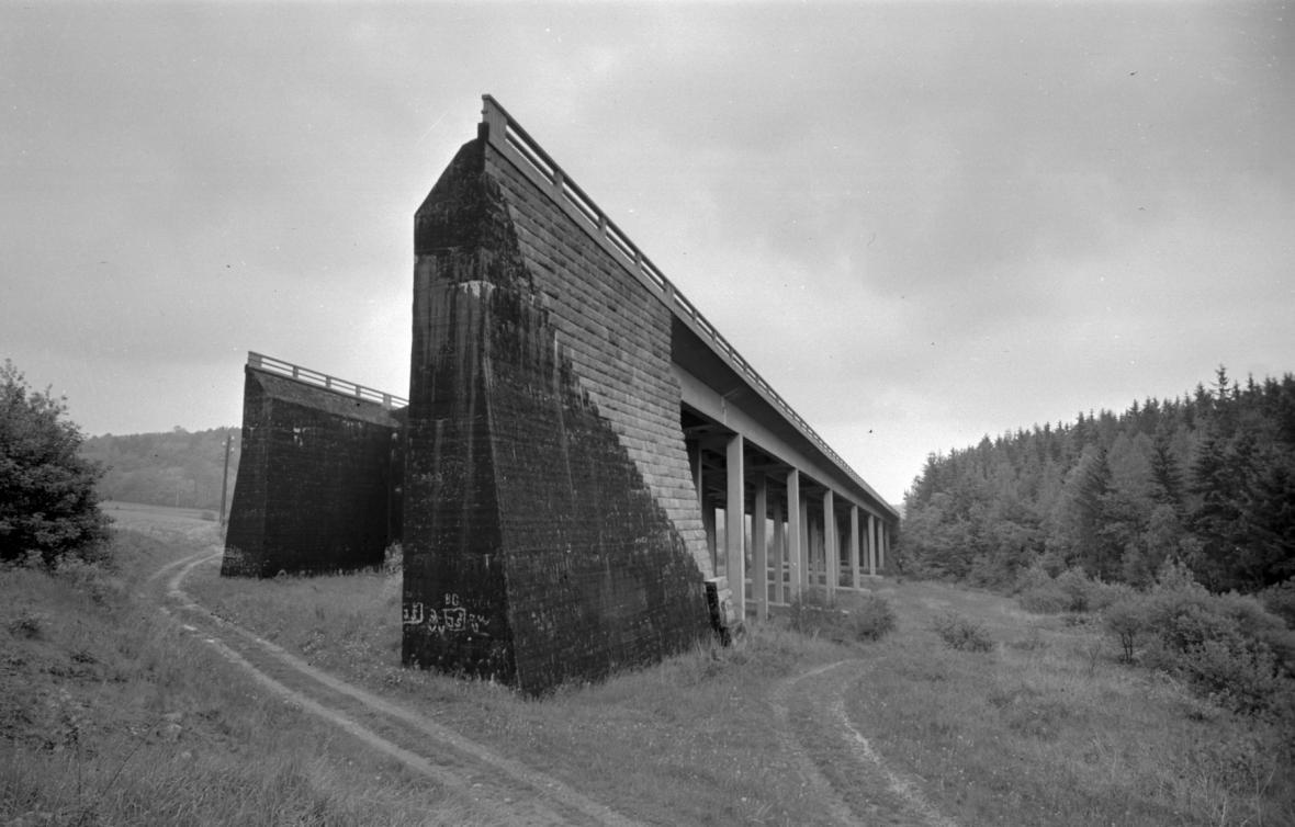 Nedostavěné mosty u Kunic