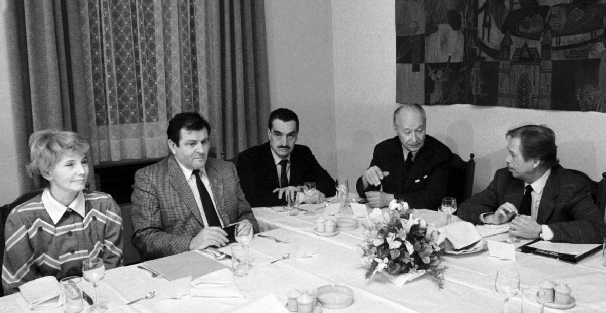 Třetí kolo rozhovorů k novým ústavám v roce 1990