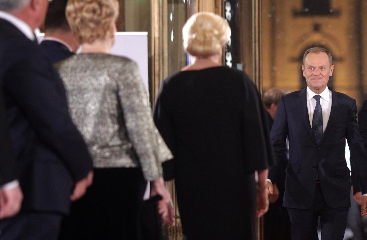 Donald Tusk na slavnostním ceremoniálu v Bukurešti