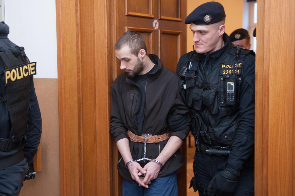 Jeden ze dvou mužů podezřelých z přepadení čerpací stanice v Nelahozevsi