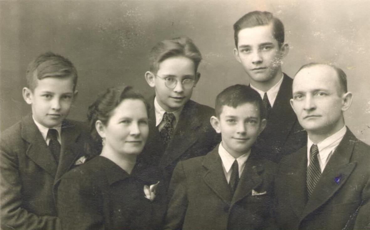 Rodina Kostelkova v roce 1945
