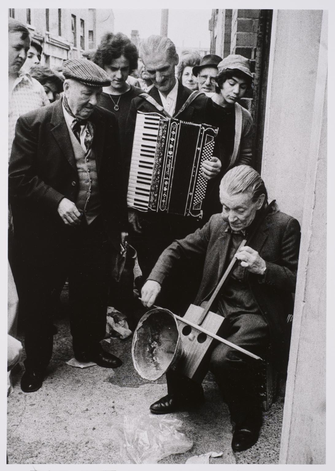 Pouliční muzikanti, Cheshire Street, Londýn, 1977