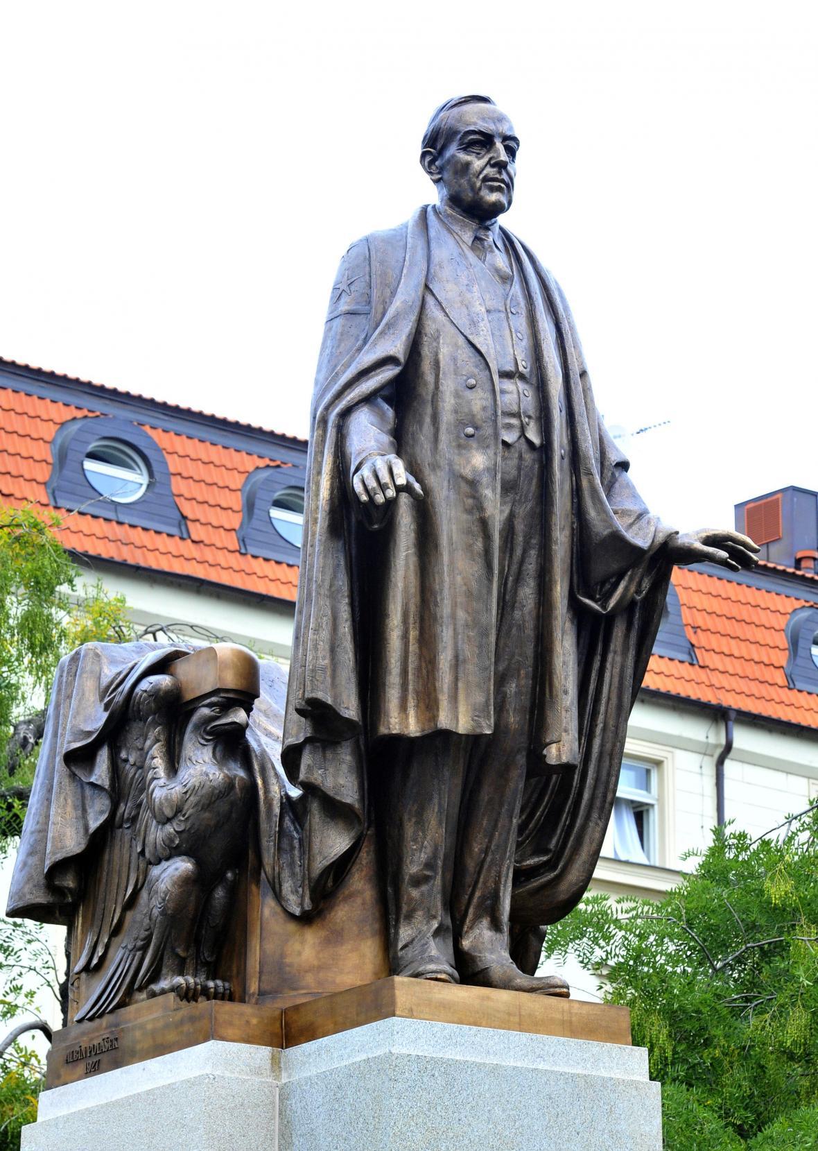 Pomník amerického prezidenta Woodrowa Wilsona ve Vrchlického sadech v Praze