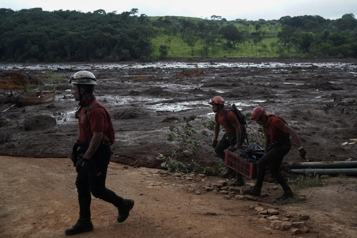 Záchranáři přerušili pátrání po nezvěstných