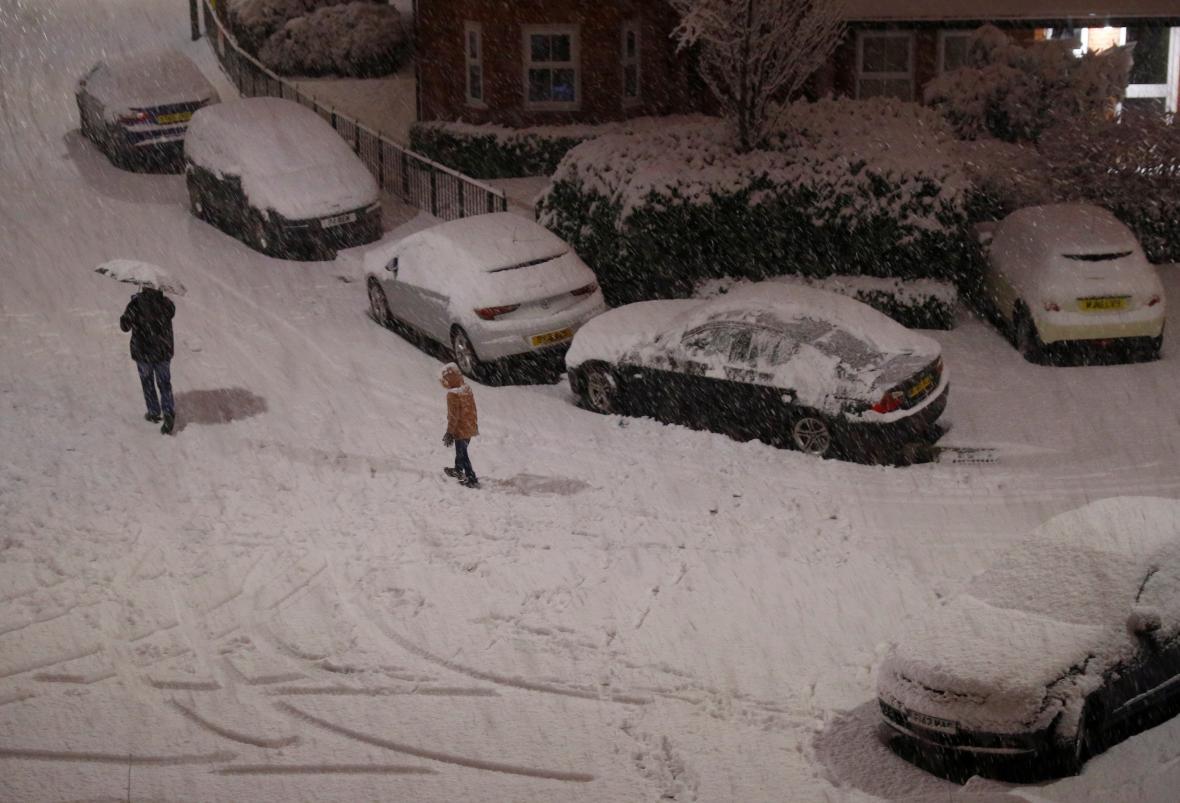 Sníh ochromil dopravu ve Francii i Británii