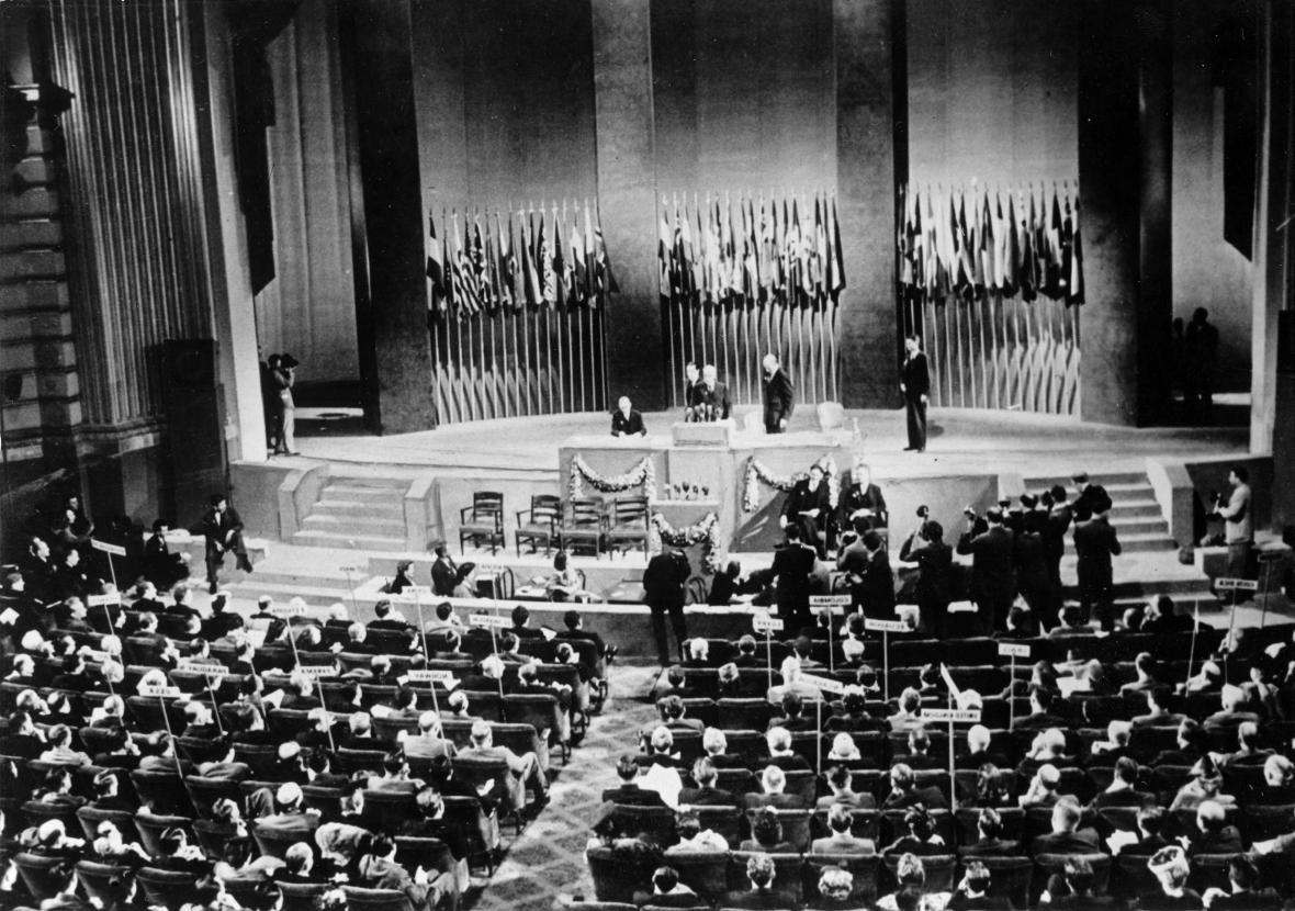 1945: Ustavující konference OSN v San Franciscu
