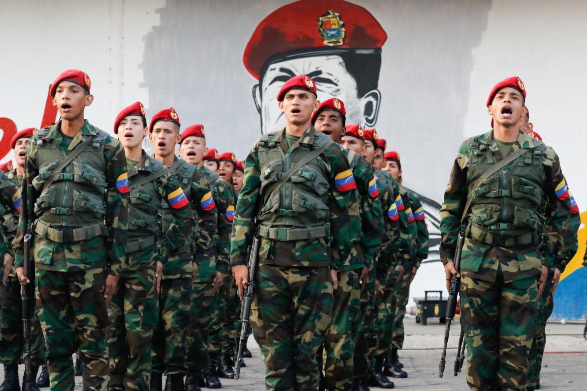 Venezuelská armáda si připomíná výroč nezdařeného Chávezova puče