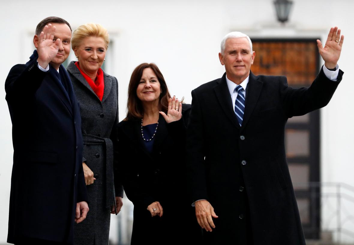 Polský prezident Andrzej Duda s manželkou Agatou a americký viceprezident Mike Pence s manželkou Karen