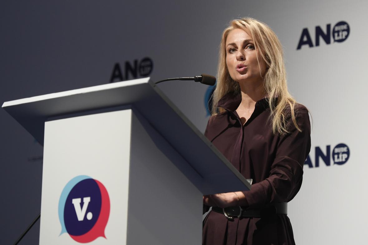 Dita Charanzová během volebního sněmu hnutí ANO