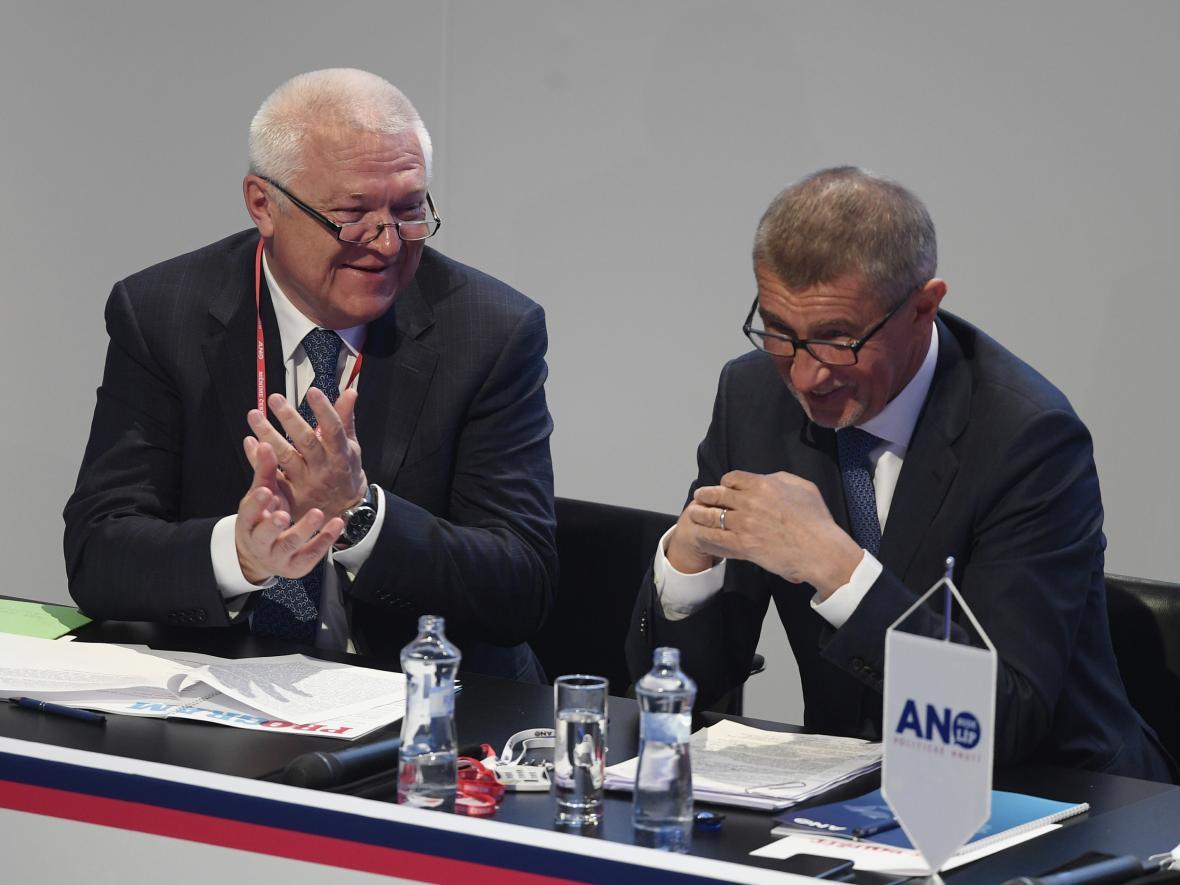 Jaroslav Faltýnek s Andrejem Babišem během sněmu ANO