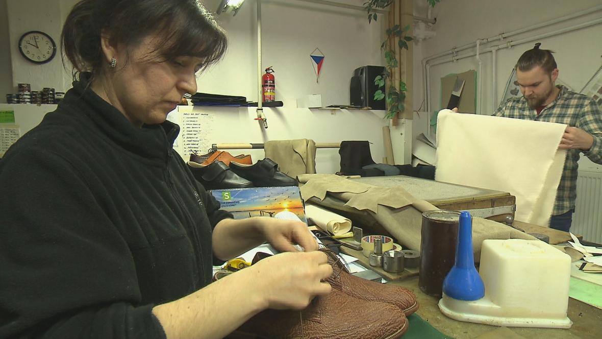 Pohled do dílny obuvníka Michala Pavlase