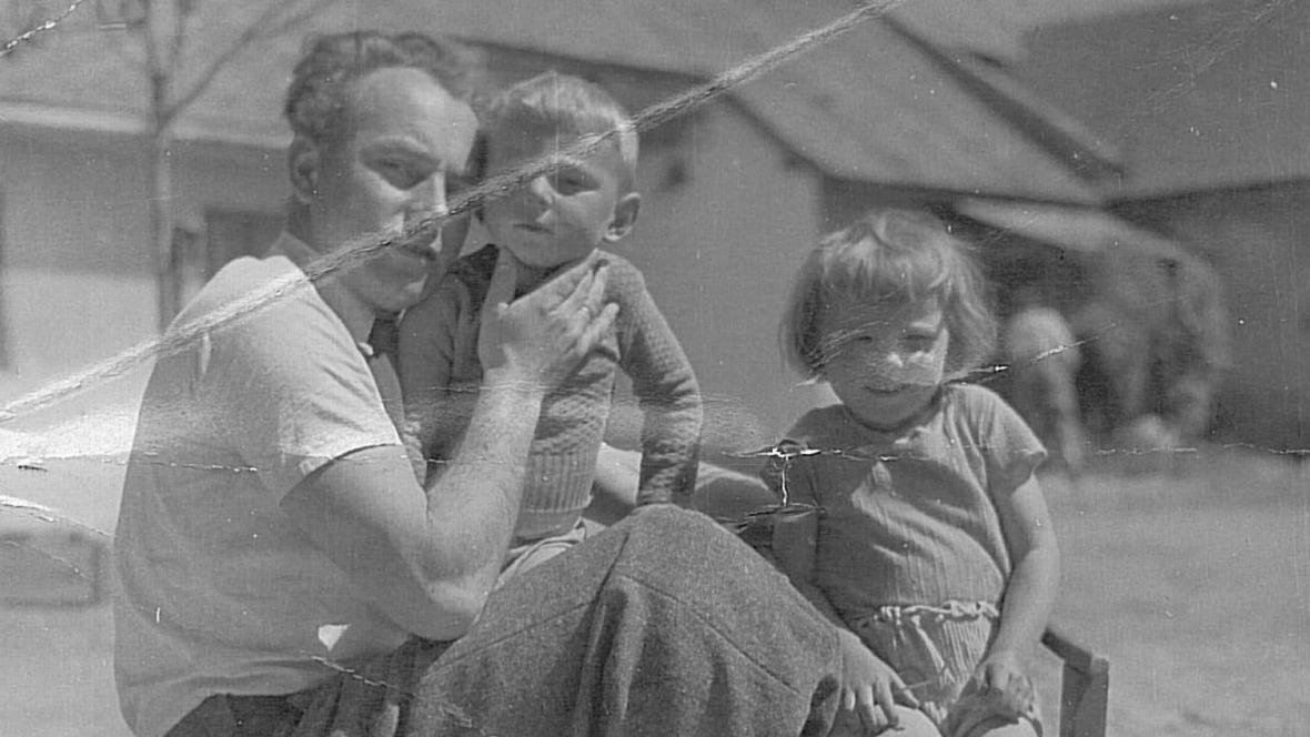 Anna s otcem a bratrem