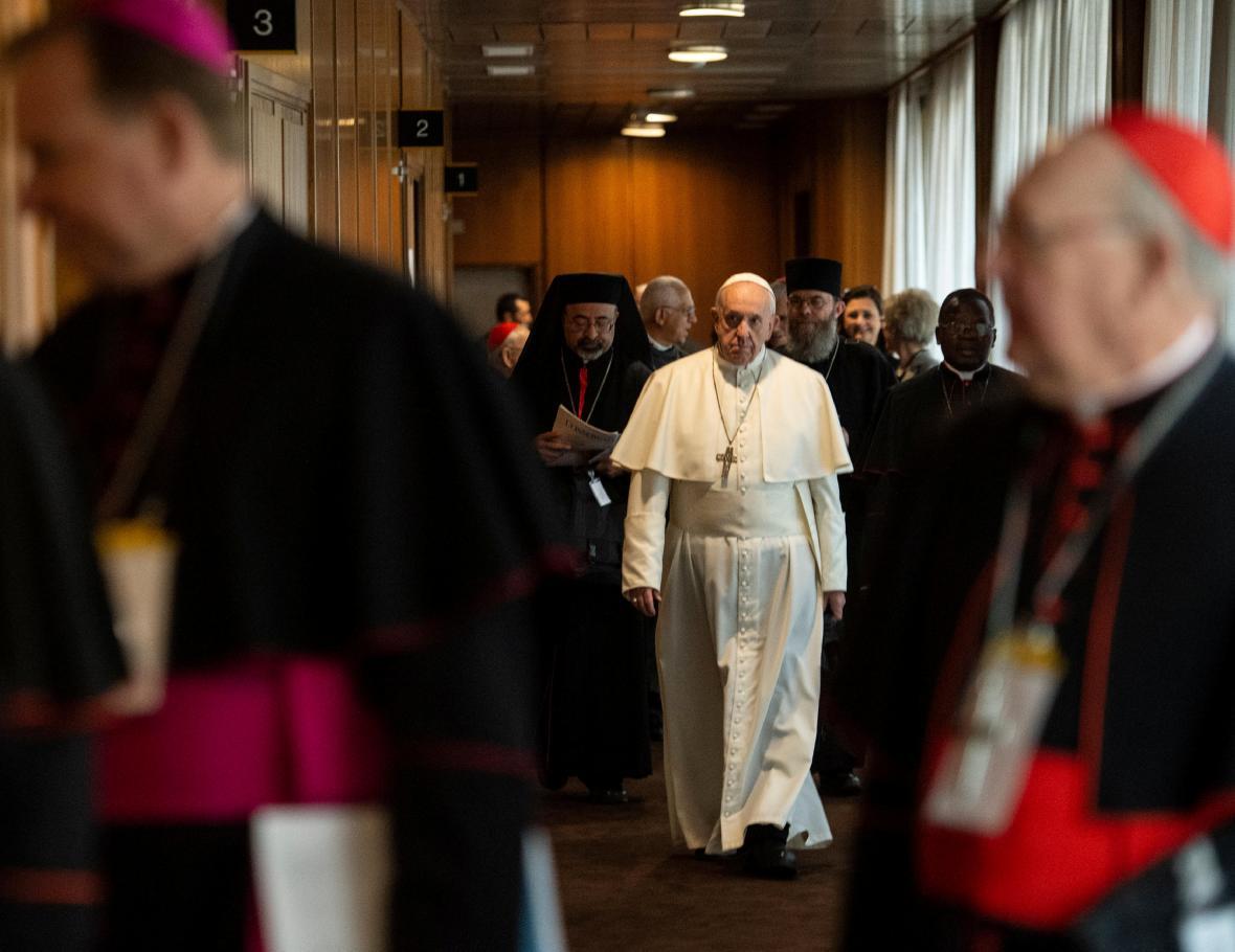 Papež František na církevním summitu ve Vatikánu