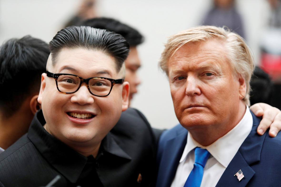 Dvojníci Kima a Trumpa v Hanoji