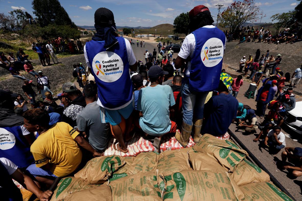 Kamion s humanitární pomocí pro Venezuelu