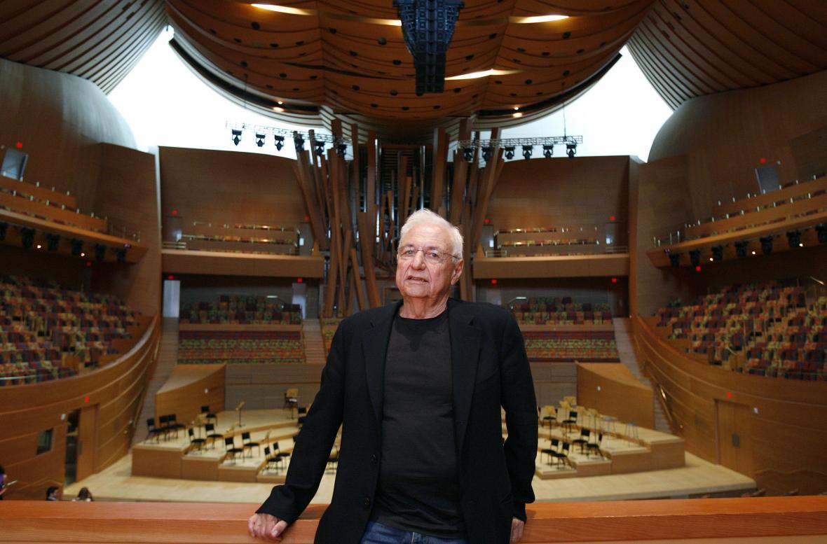 Frank Gehry v Koncertní hale Walta Disneyho v Los Angeles