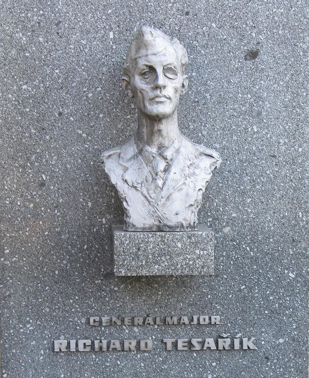Busta generála Richarda Tesaříka