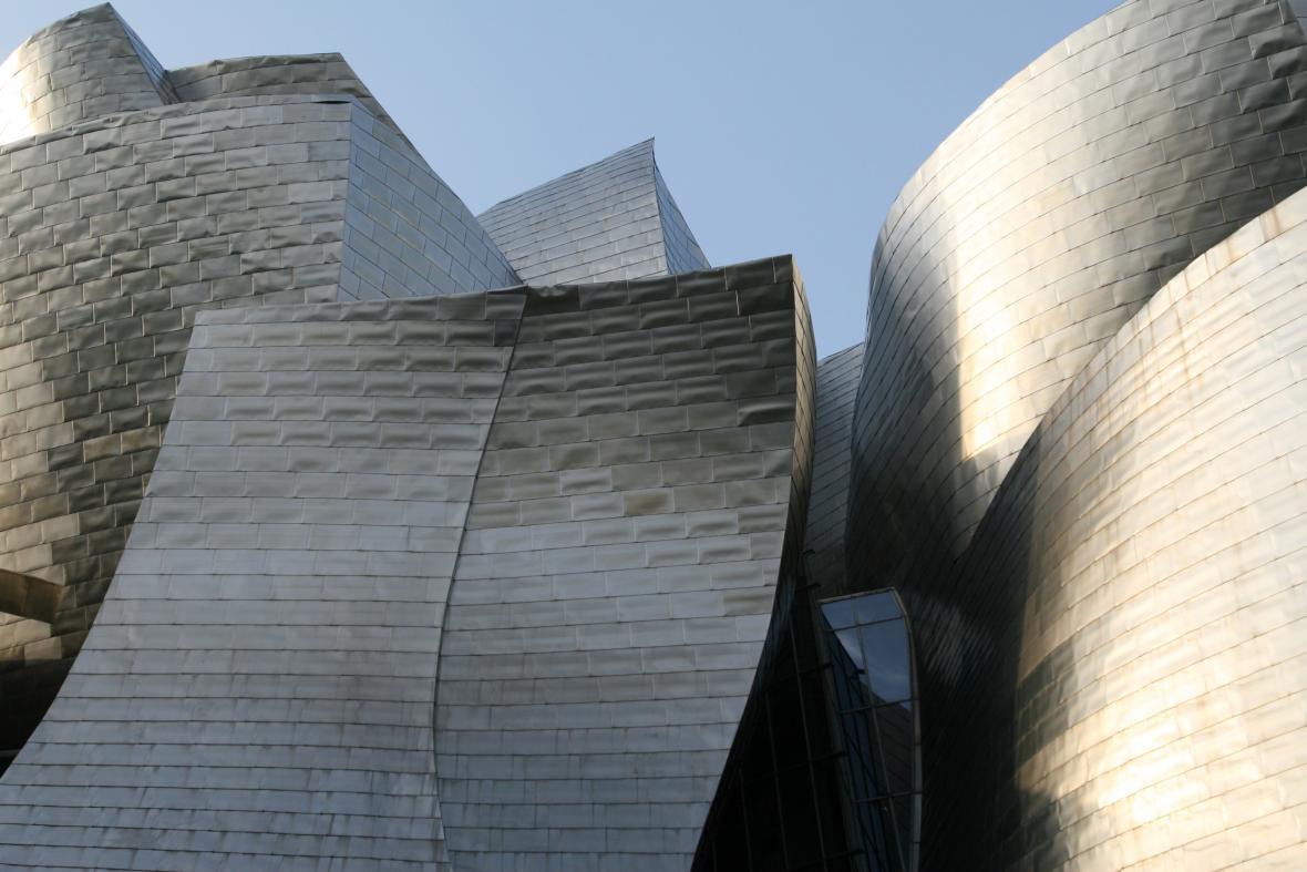 Detail Guggenheimova muzea v Bilbau