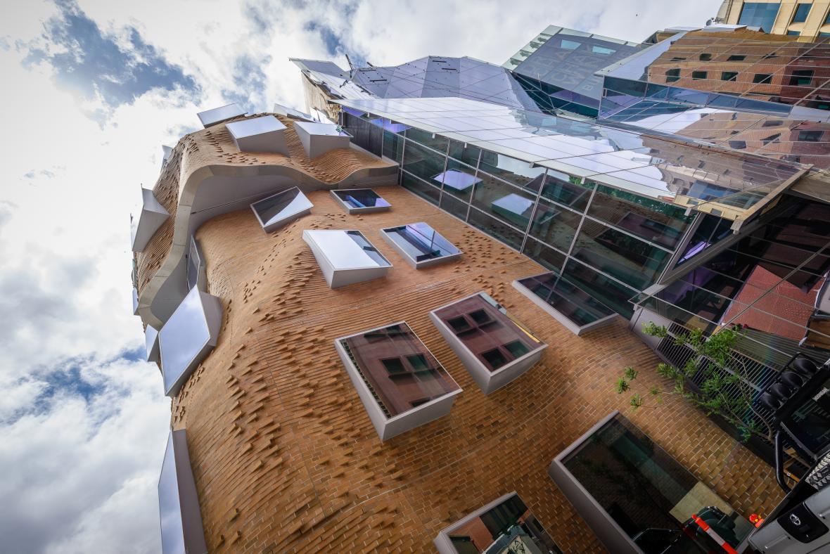 Zatím poslední práce Franka Gehryho, budova pro University of Technology v Sydney