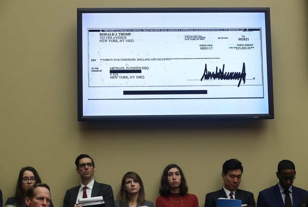 Cohen předložil šek, který mu vypsal Trump