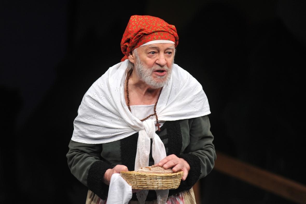 Jiří Pecha jako Babička