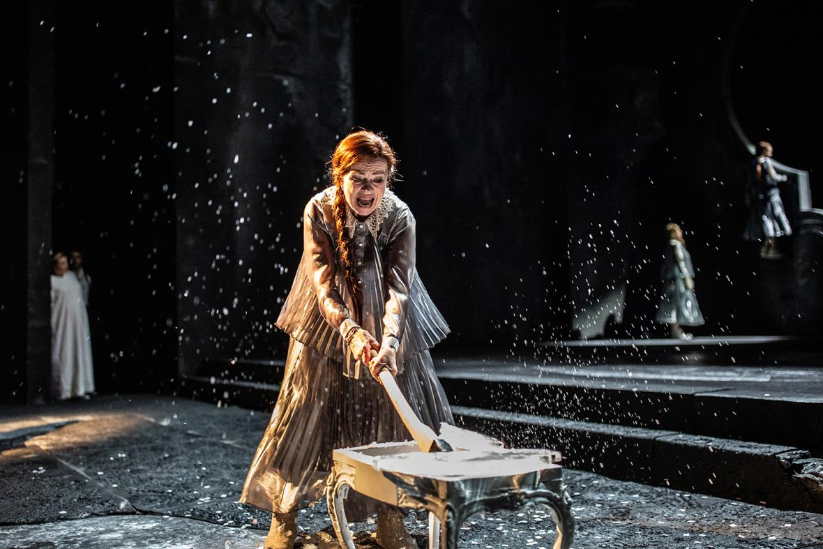 Z představení Kytice v Národním divadle