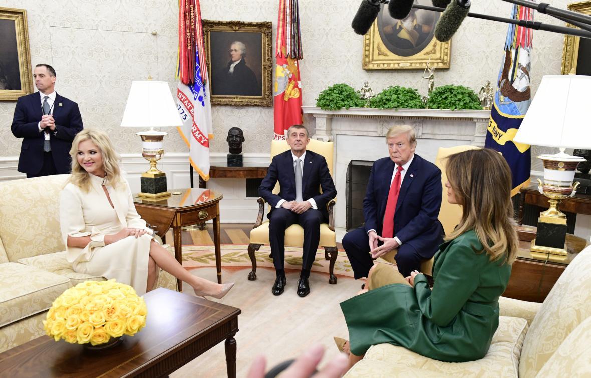 Manželé Babišovi a Trumpovi v Oválné pracovně