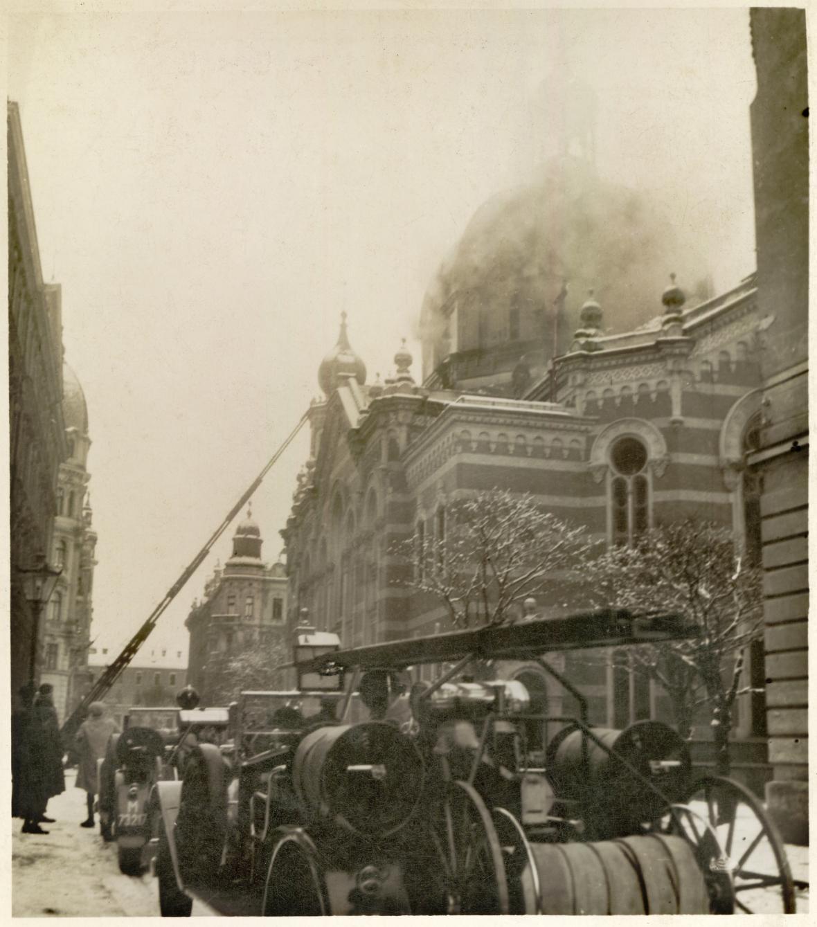 Požár olomoucké synagogy, kterou zapálili čeští fašisté
