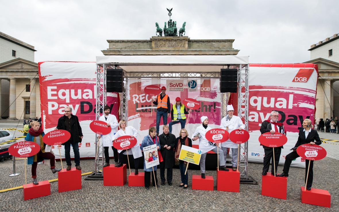 Demonstrace za rovné platy v Berlíně