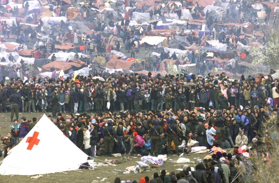 Kosovští Albánci v uprchlickém táboře na hraničním přechodu Blace mezi Makedonií a Kosovem