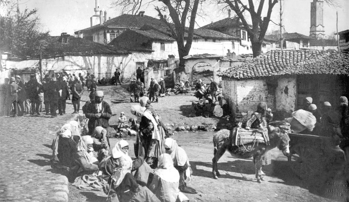 Život ve městě Prizren v Kosovu jako části Srbského království v roce 1916