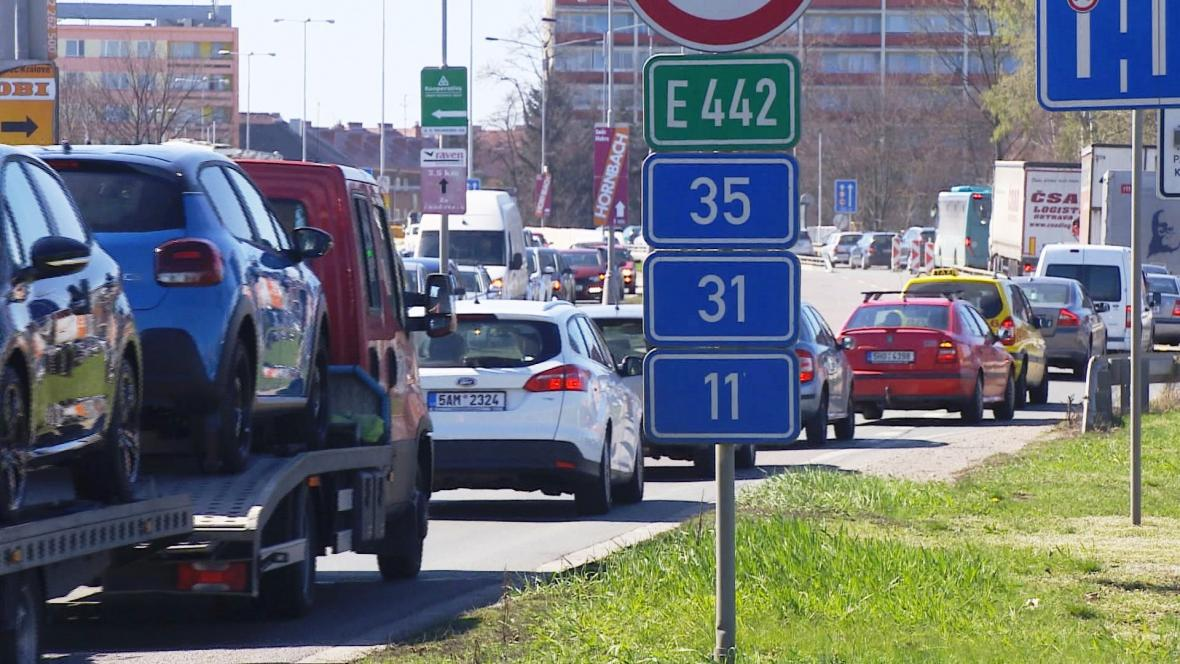 Chytré semafory v Hradci mají urychlit průjezd Hradcem Králové