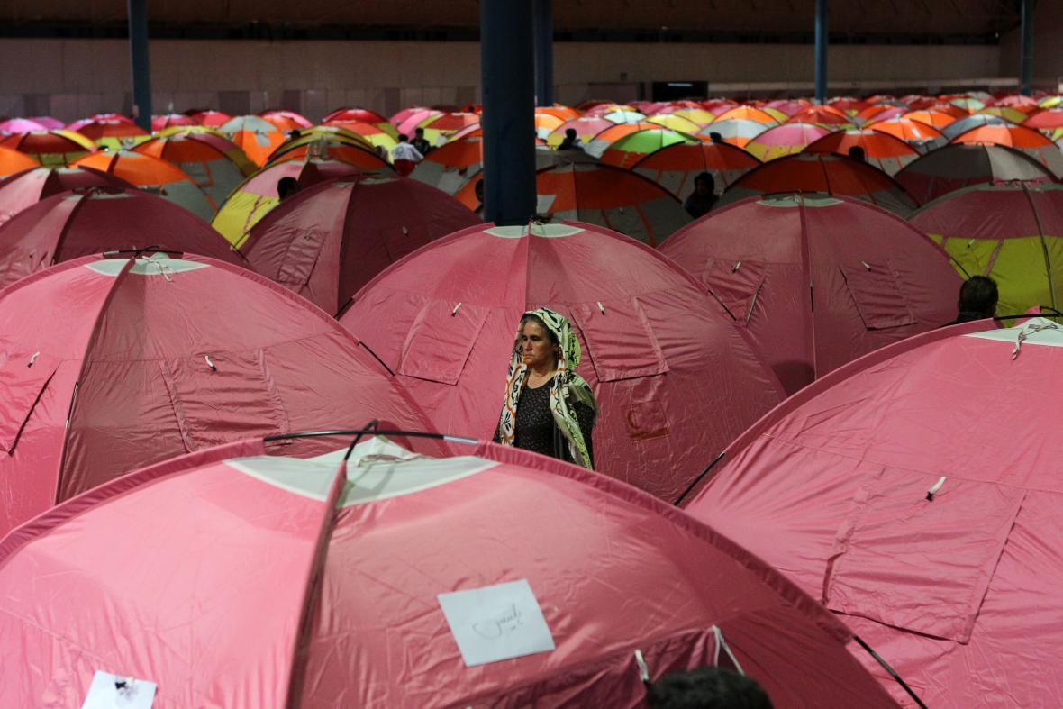 Íránci, kteří museli opustit kvůli záplavám domovy, žií ve stanech