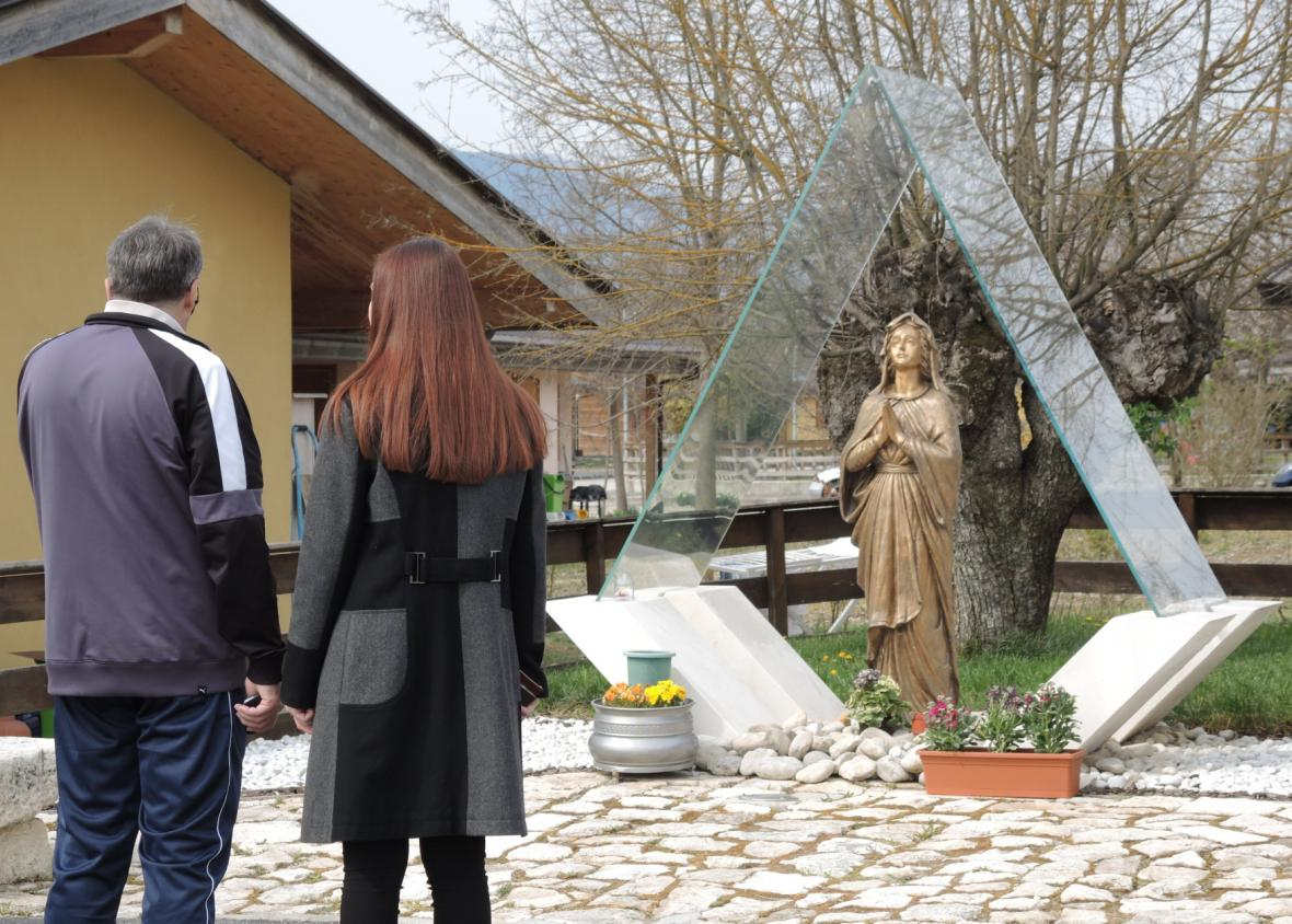Památník obětem zemětřesení z roku 2009