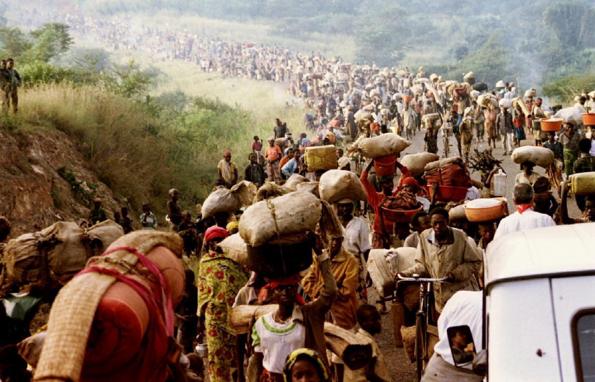 Rwandští uprchlíci na cestě do Tanzanie