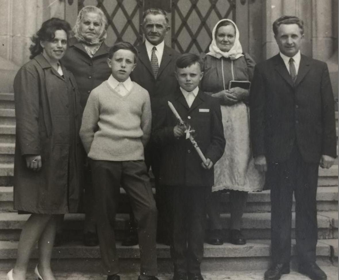 Josef Klečka s rodiči, syny a manželkou