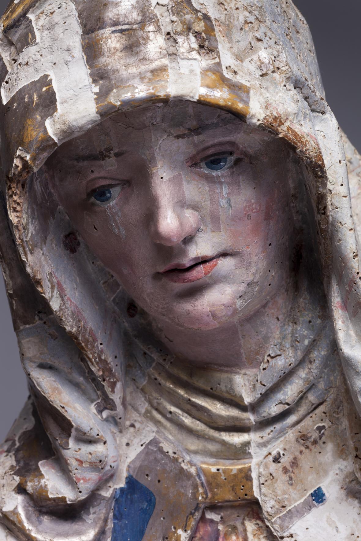 Pieta z Bílska (detail), stav během restaurování