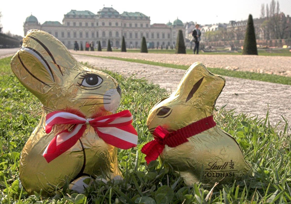 Čokoládoví zajíci firmy Lind, jeden z nejznámějších symbolů dnešních Velikonoc