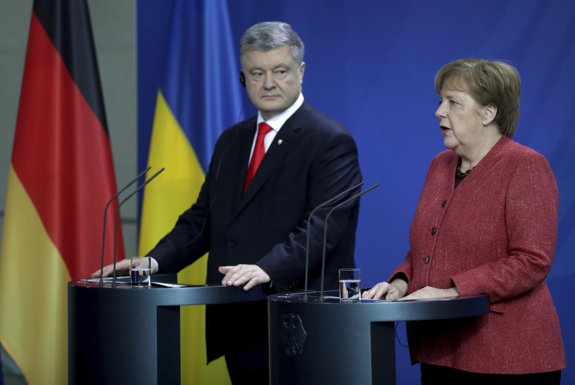 Ukrjainský prezident Petro Porošenko a německá kancléřka Angela Merkelová