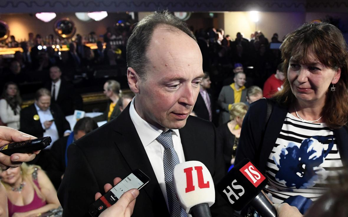 Předseda Strany Finů Jussi Halla-aho ve volebním štábu