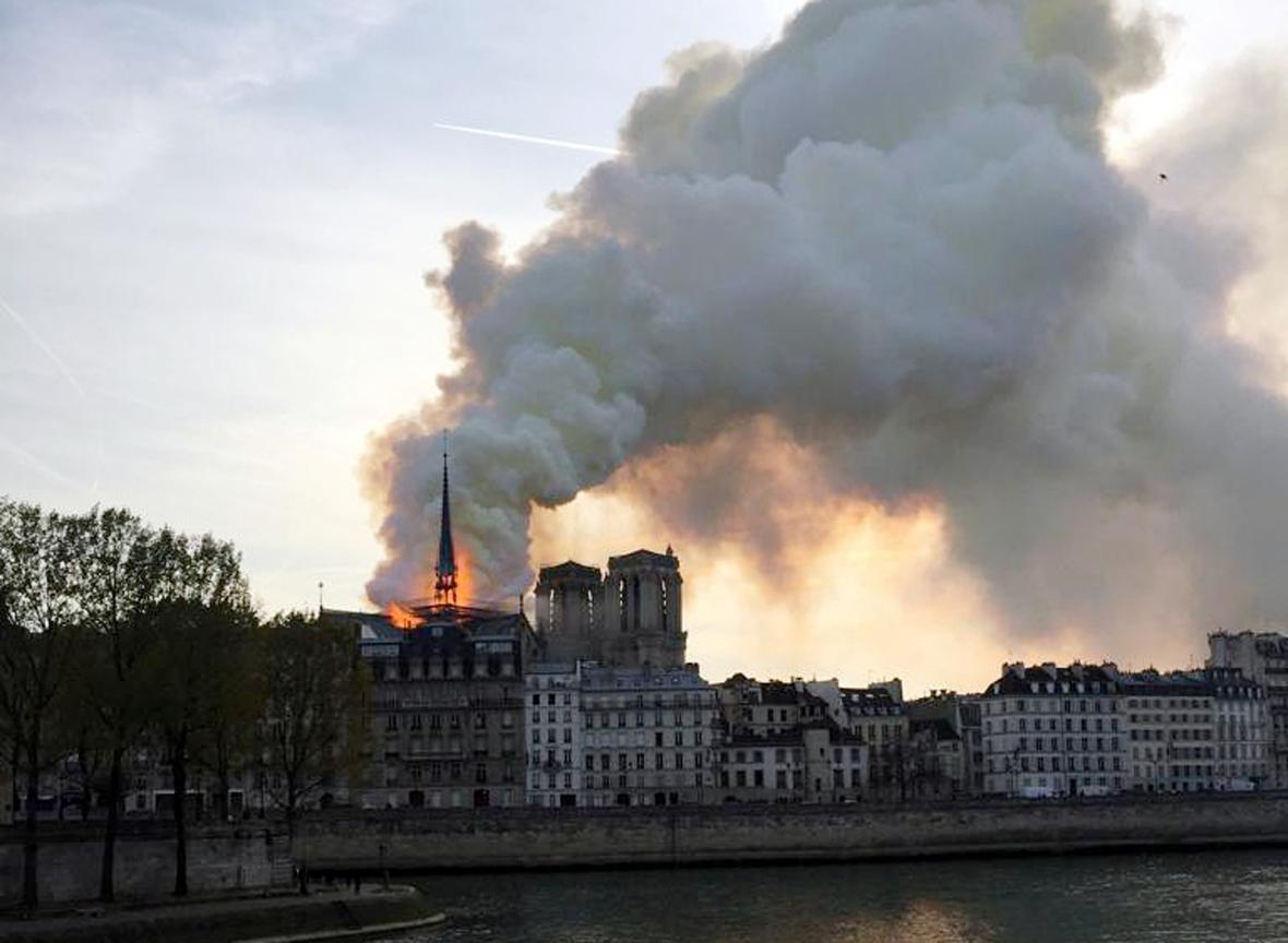 V Paříži vzplála katedrála Notre-Dame