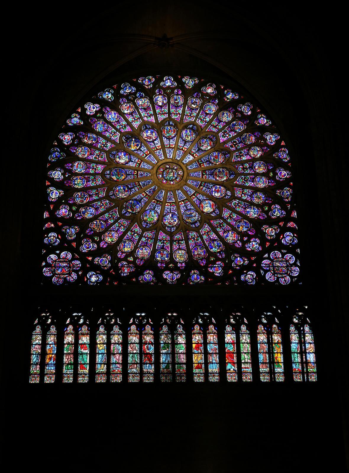 Vitrážová okna byla chloubou pařížské katedrály