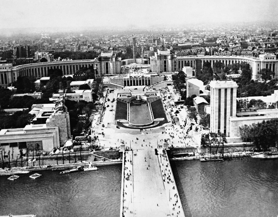 Výhled z Eiffelovy věže v roce 1937