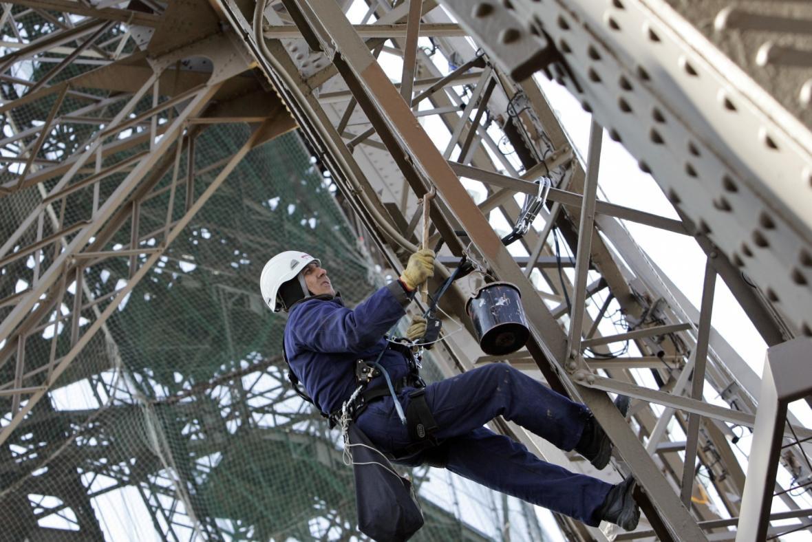 Natírání věže v roce 2009