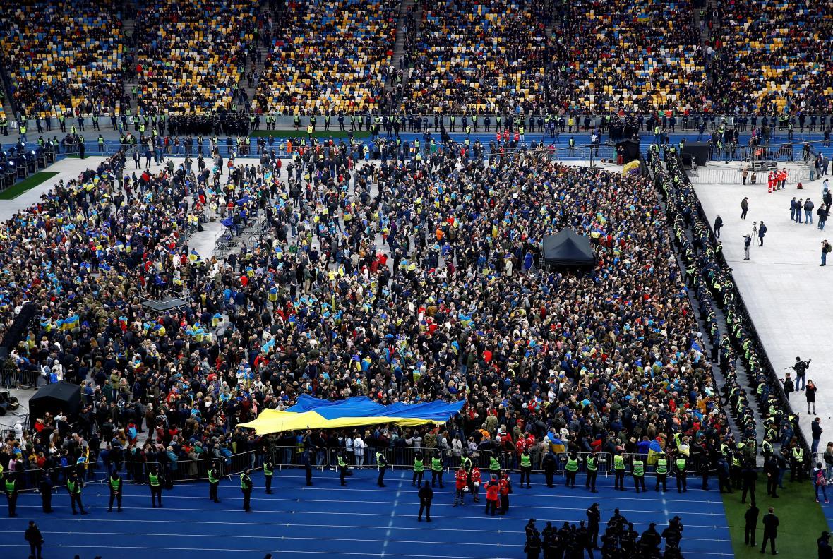 Olympijský stadion v Kyjevě během debaty prezidentských kandidátů