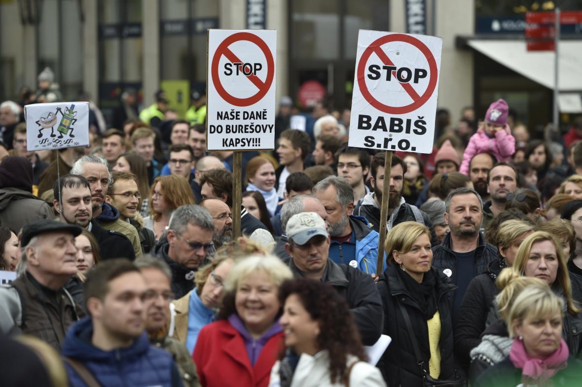 Pochod za nezávislou justici v Brně šel ze Zelného trhu na Moravské náměstí